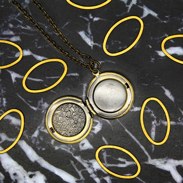 1513 Full Flower Round Locket Necklace