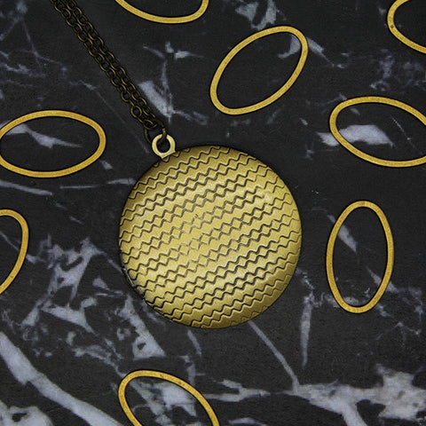 1515 Geometric Round Locket Necklace