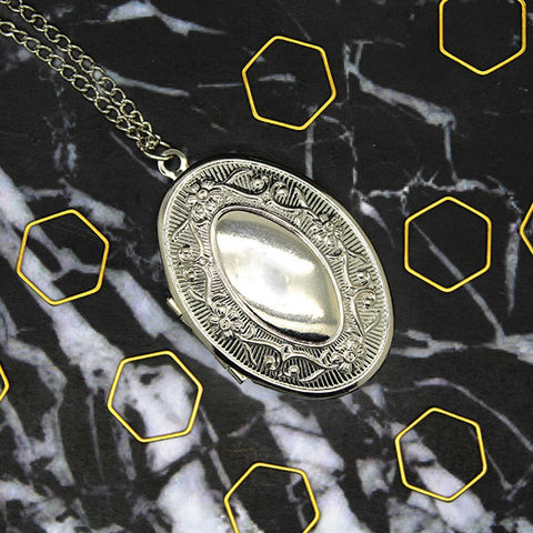 1520 Silver Vintage Oval Locket Necklace