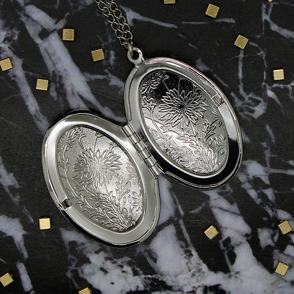 1523 Silver Floral Oval Locket Necklace