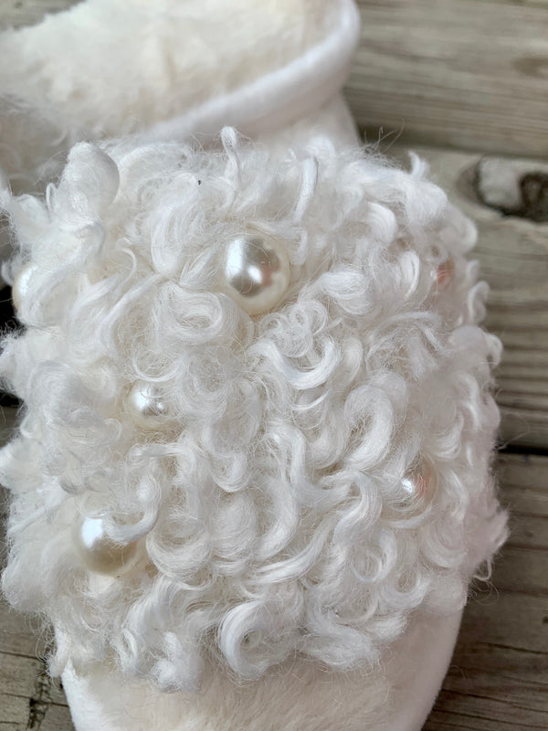 Curly Pearl Slippers White