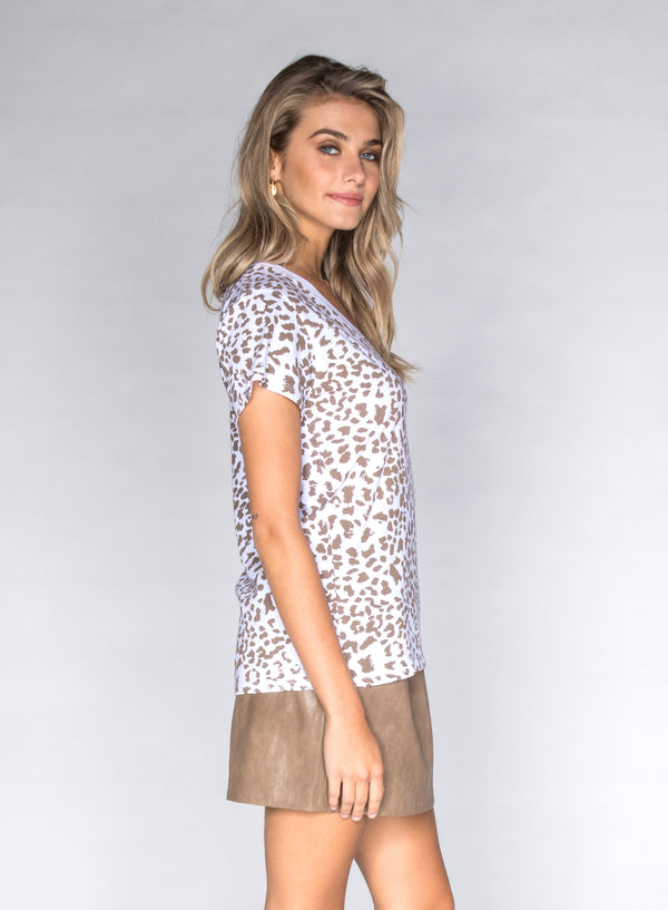 CHRLDR-LEOPARD - V-Neck Wide T-Shirt