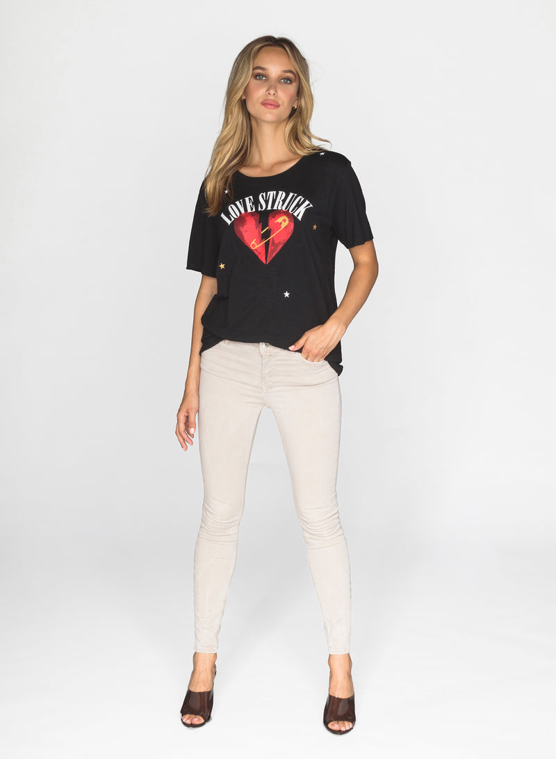 CHRLDR-LOVE STRUCK - Wide T-Shirt