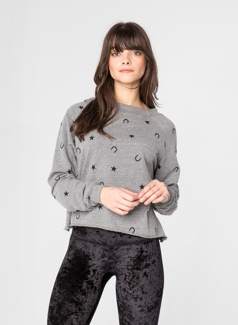 CHRLDR-HORSESHOE - Crop Boatneck Sweatshirt
