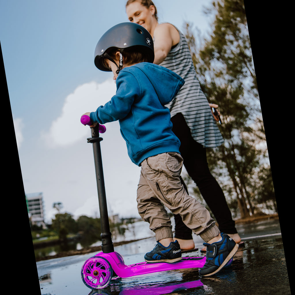 I-GLIDE 3 WHEELED SCOOTER PINK RIDING