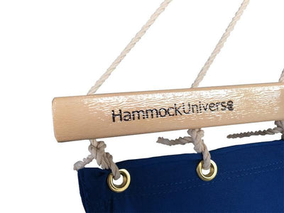 OLEFIN-SINGLE-HAMMOCK-BLUE-CLOSEUP-WOOD-BAR