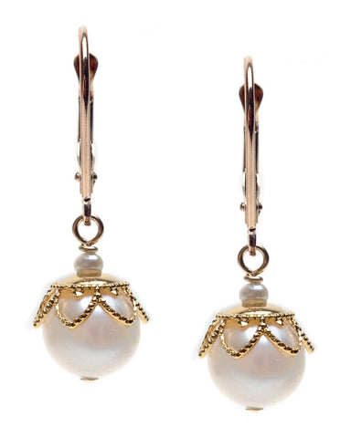 MEDIUM POTATO PEARL WITH DELICATE CAP EARRING