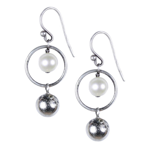 CIRCLE EARRING WITH WHITE GOLD PYRITE AND PEARL
