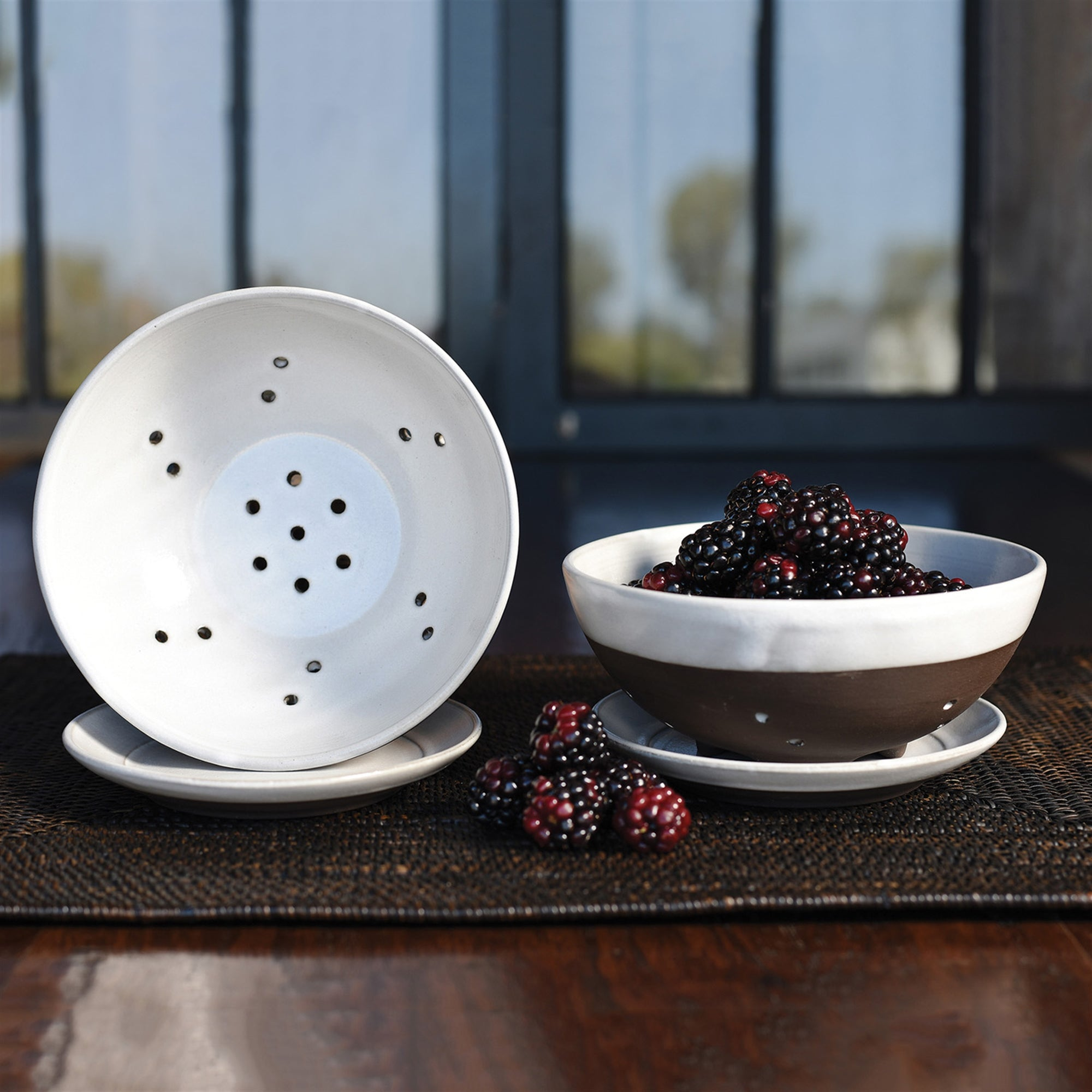 Liam Ceramic Berry Bowl & Saucer - CARLYLE AVENUE