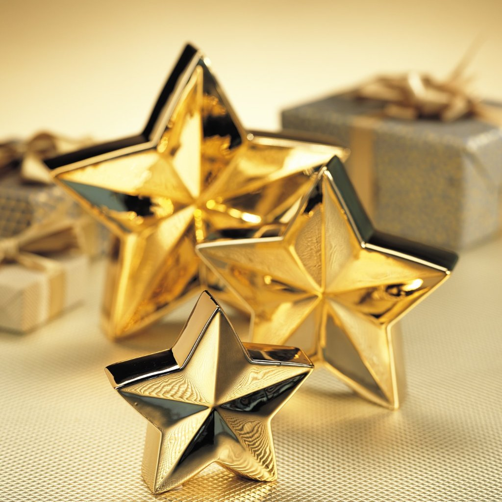 5 Point Metallic Gold Star Decor - CARLYLE AVENUE