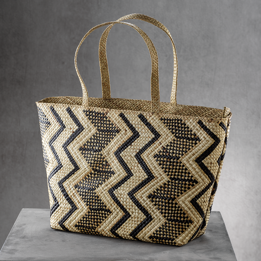 Mia Beach Tote w/Strap Handle - Black & White Zigzag
