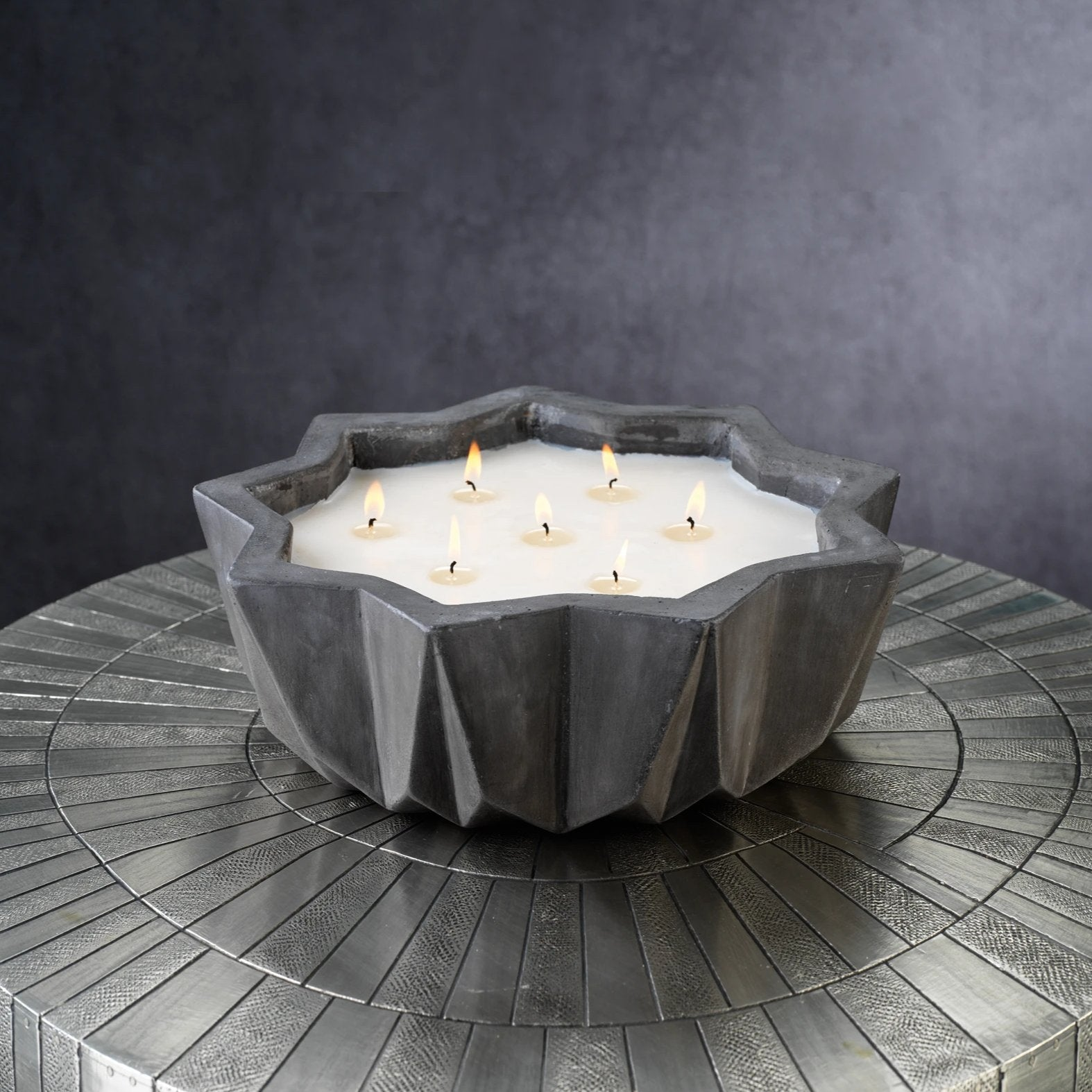Villa Nouza 7 Wick Concrete Candle/Black- Fig Vetiver - CARLYLE AVENUE