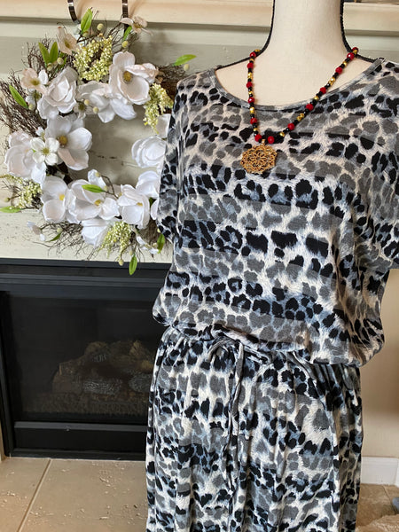 Gray Leopard Striped Dress w/ Waist Tie (Plus Sized)