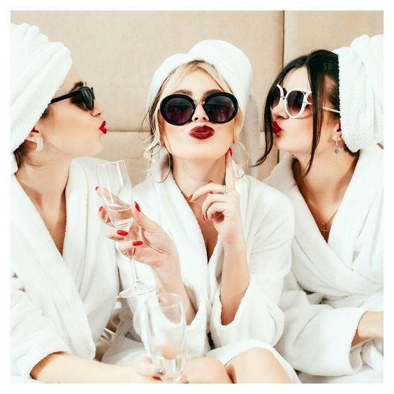TIPS FOR PLANNING THE PERFECT GIRLS NIGHT IN