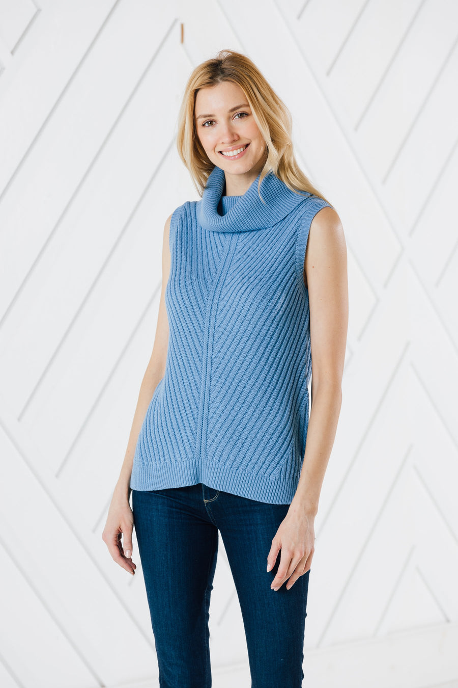 Sleeveless Turtleneck Sweater (Two Colors)