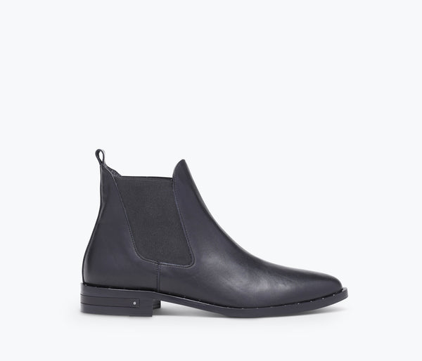 SLEEK CHELSEA BOOT - FREDA SALVADOR