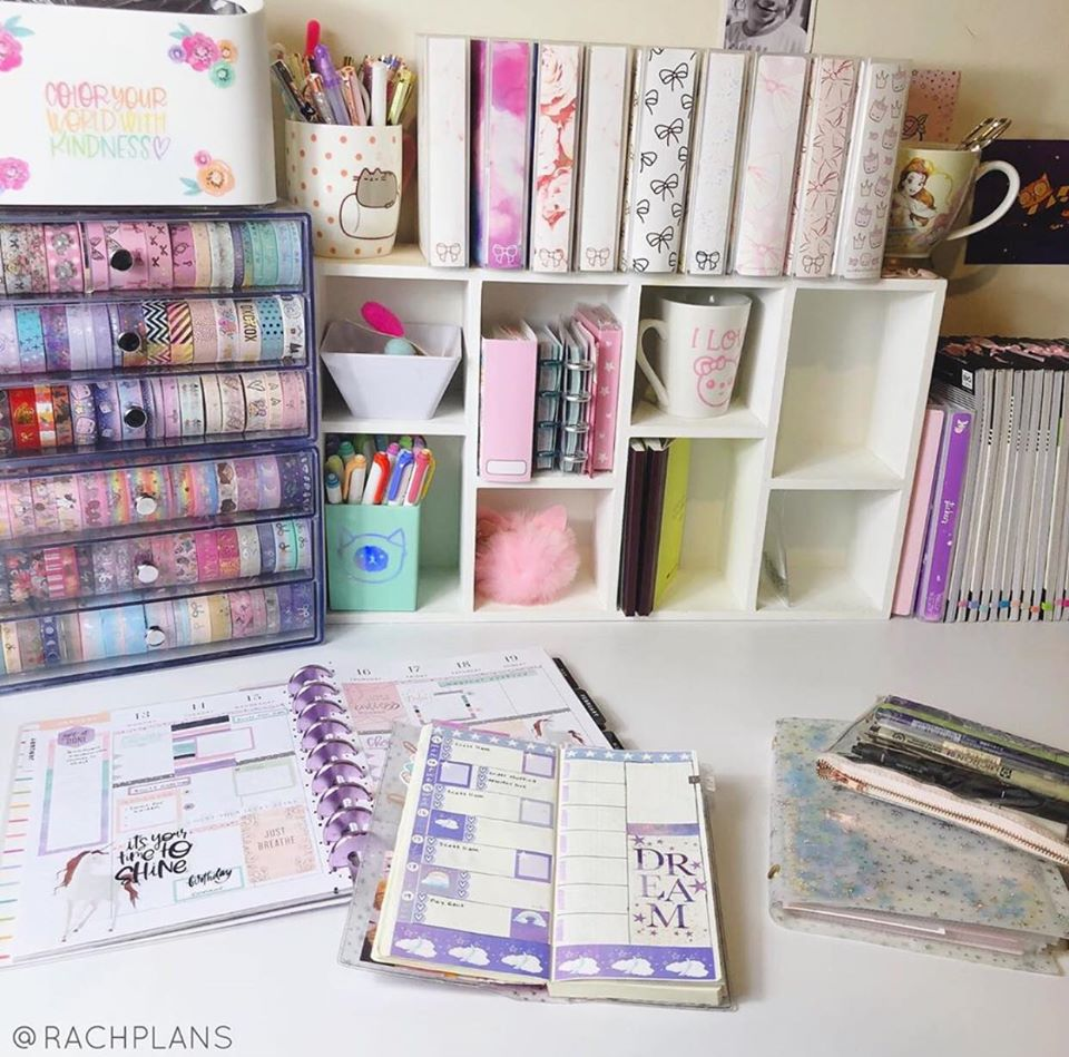 WHAT TO THROW AWAY WHEN ORGANIZING A CRAFT ROOM