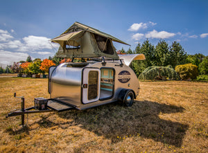 Aero Teardrop trailer with rooftop tent in a field