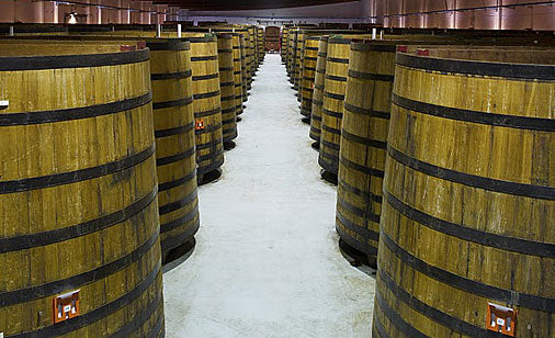 Vinegar aging in large barrels