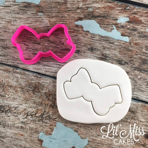 Twisted Bow Cutter | Lil Miss Cakes