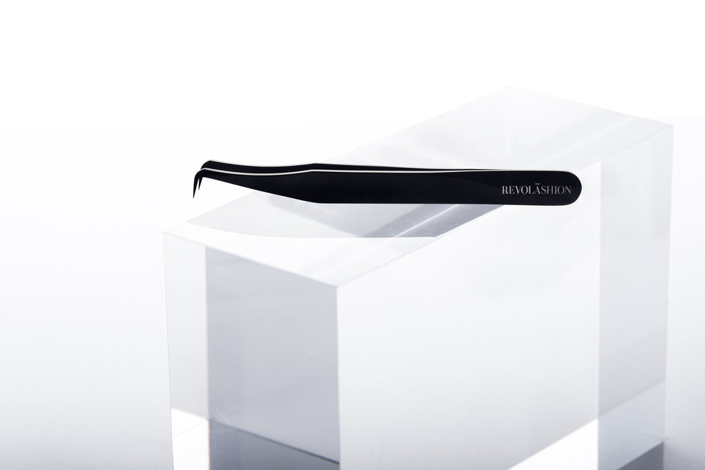 Carré Light Volume Tweezer