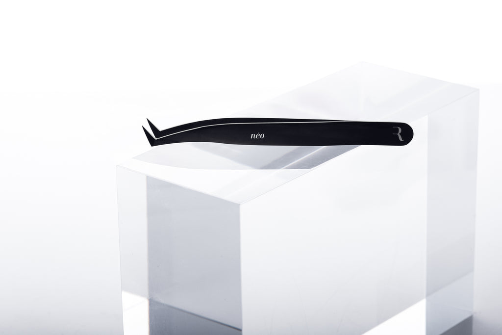 Néo Light Volume Tweezer