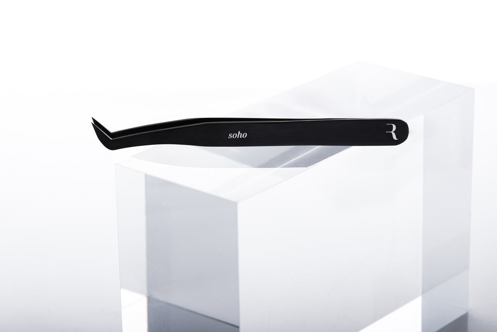 Soho Light Volume Tweezer