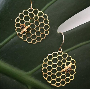 Catherine Weitzman: Honeycomb Disc Earrings in 18K Vermeil