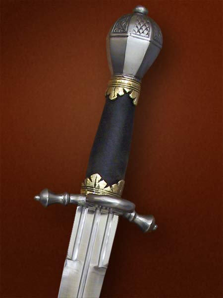 Elector of Saxony parrying dagger with incised detail on pommel and ring on crossguard #113.
