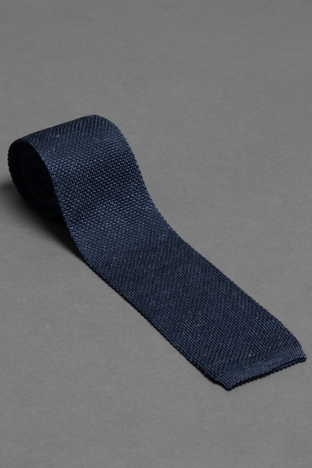 navy-blue-melange-silk-linnen-knitted-tie-with-square-tip-made-in-italy