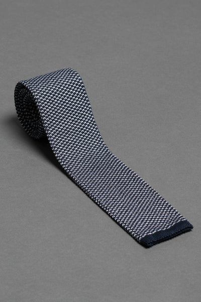 cotton-knitted-tie-with-square-tip-blue-and-white-made-in-italy-combo-matching-pocket-square
