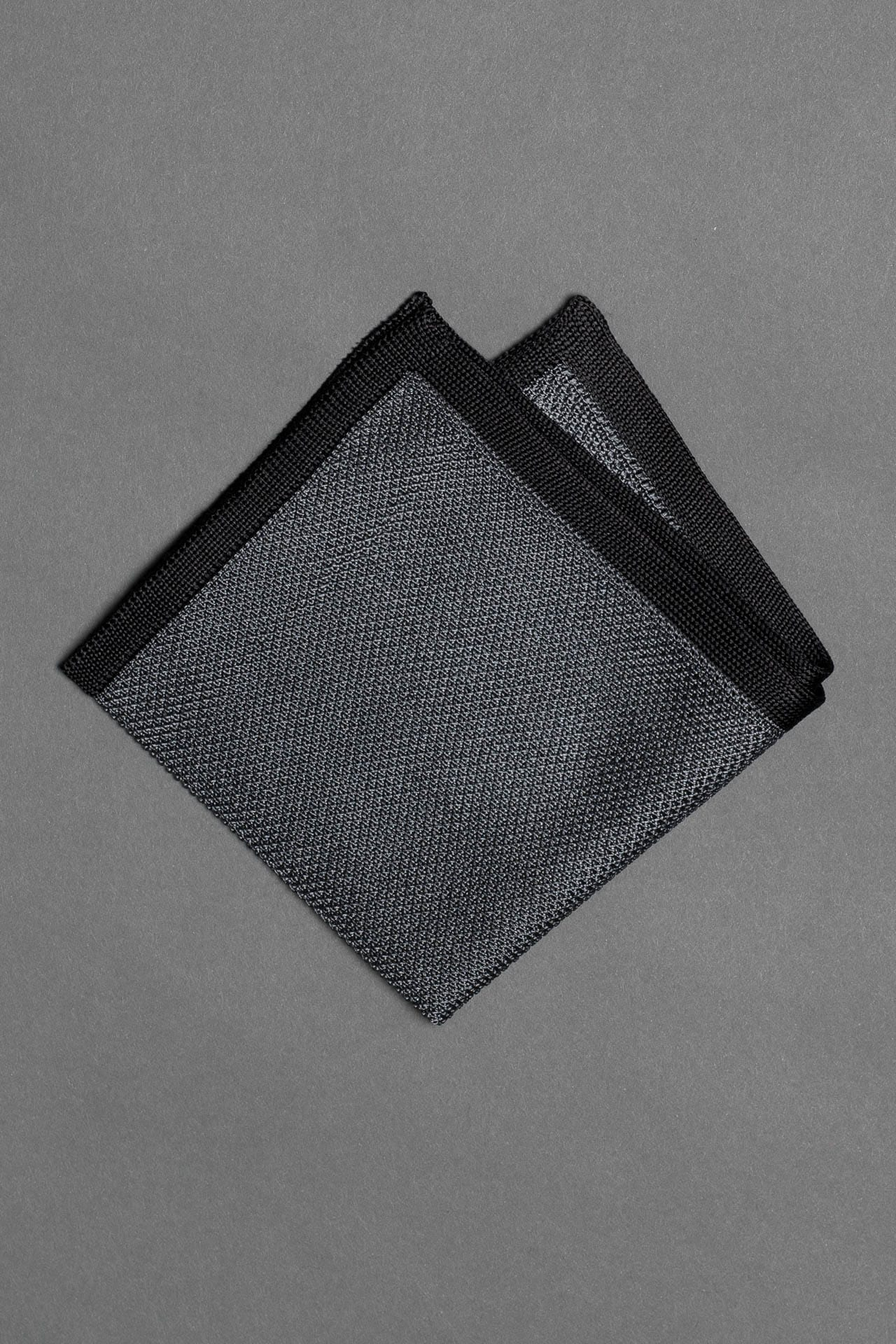 silk-knitted-pocket-square-gray-with-black-frame-made-in-italy