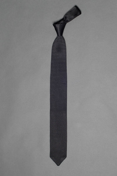 Black-silk-knitted-tie-with-pointed-tip-made-in-italy