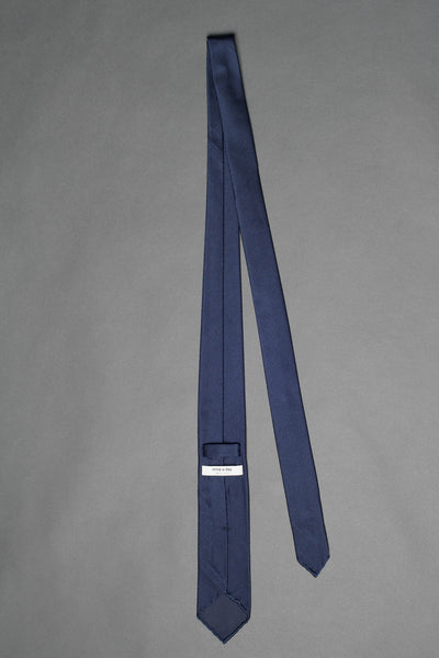 Navy-blue-silk-knitted-tie-with-pointed-tip-made-in-italy