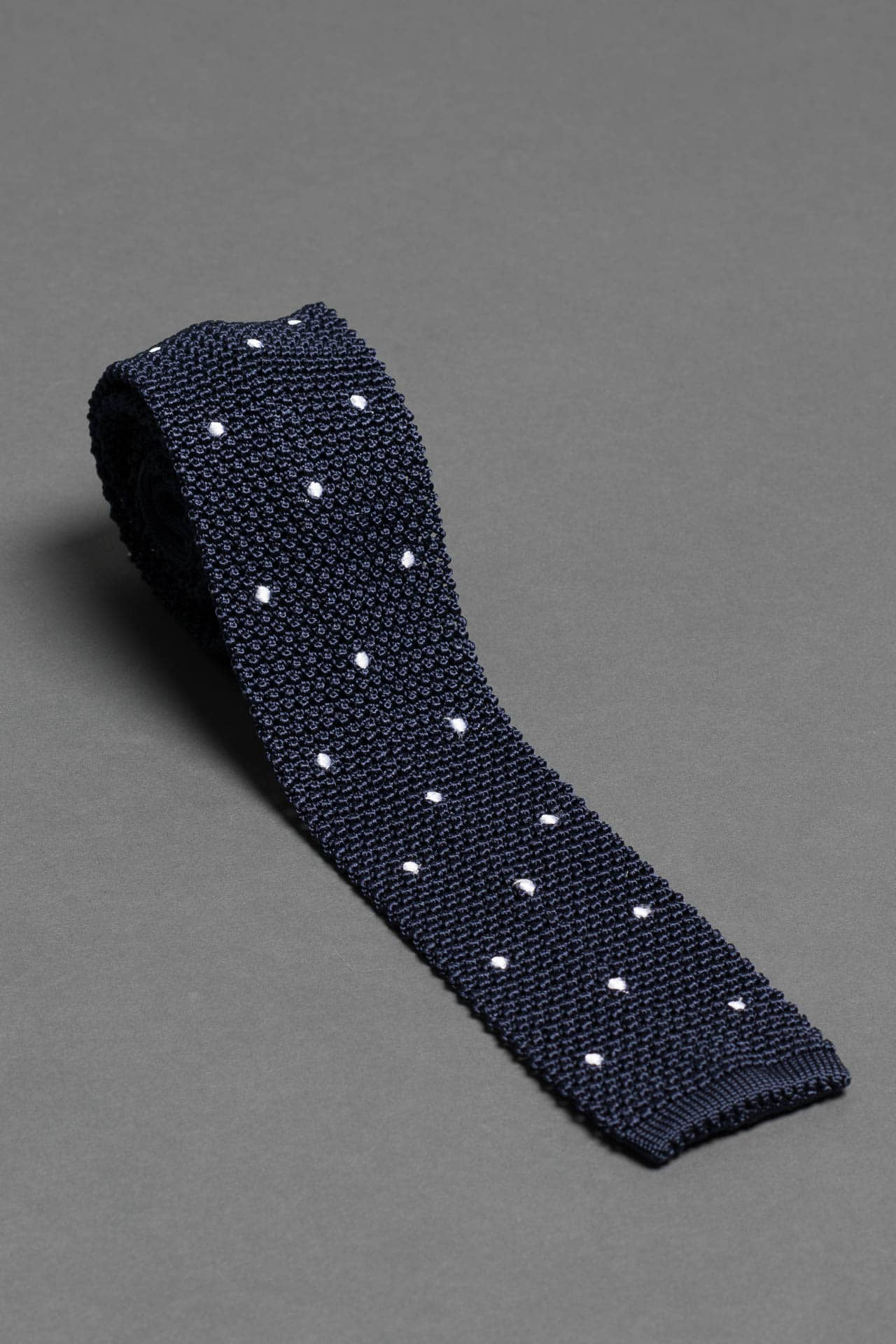 silk-knitted-tie-with-square-tip-navy-blue-with-polka-dots-made-in-italy