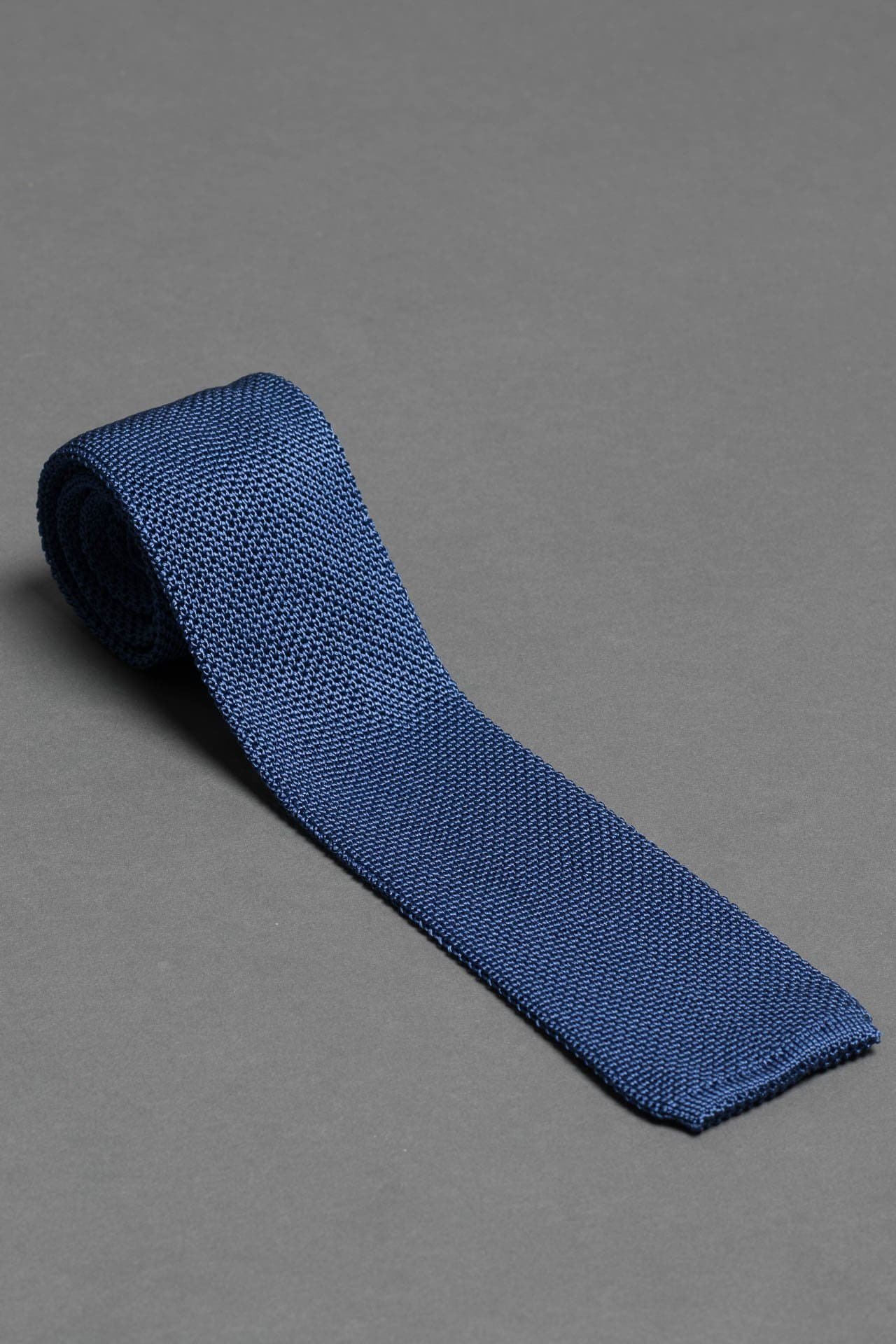 Ocean-blue-silk-knitted-tie-with-square-tip-made-in-italy
