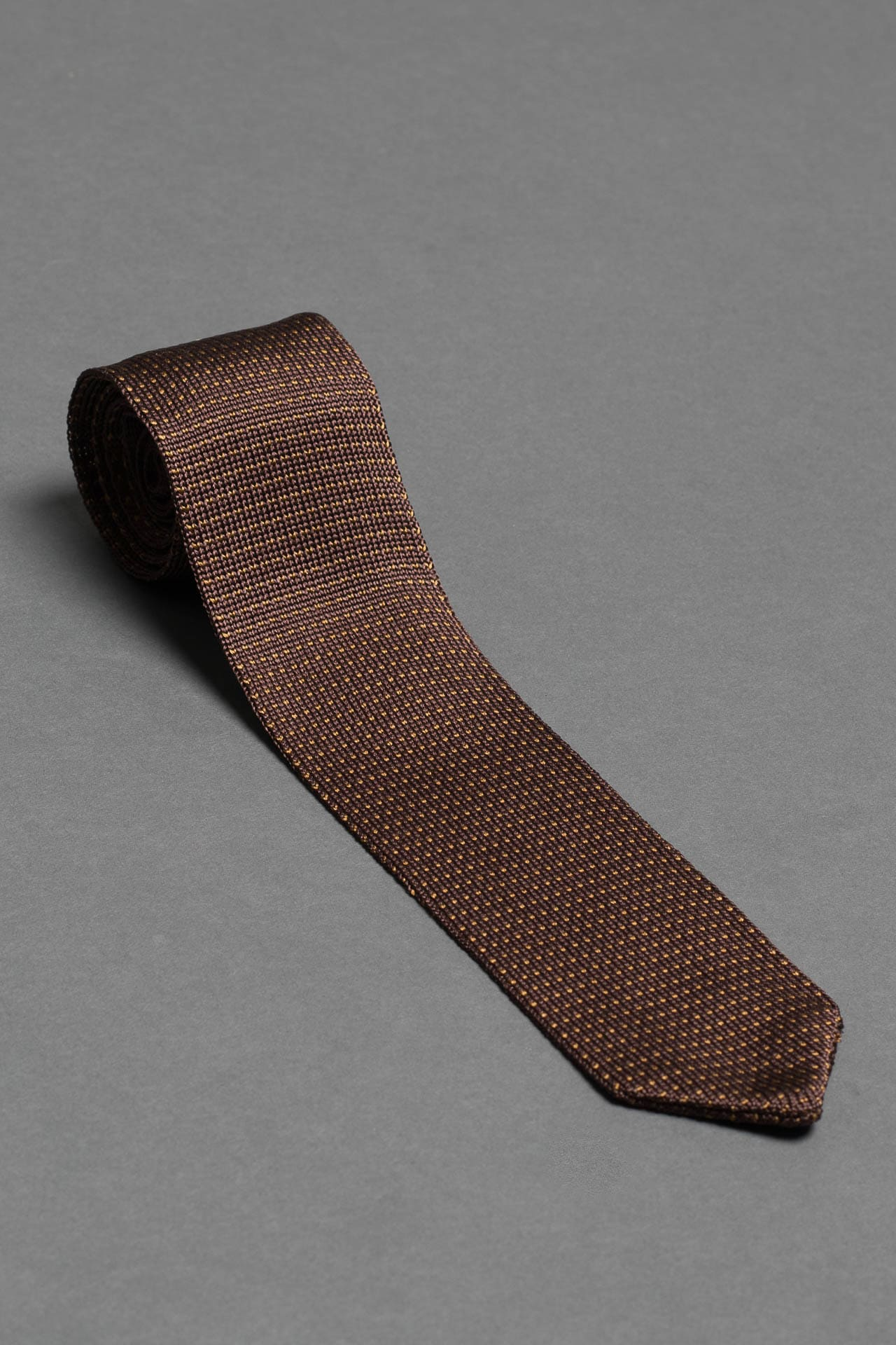 Brown-silk-knitted-tie-with-pointed-tip-made-in-italy