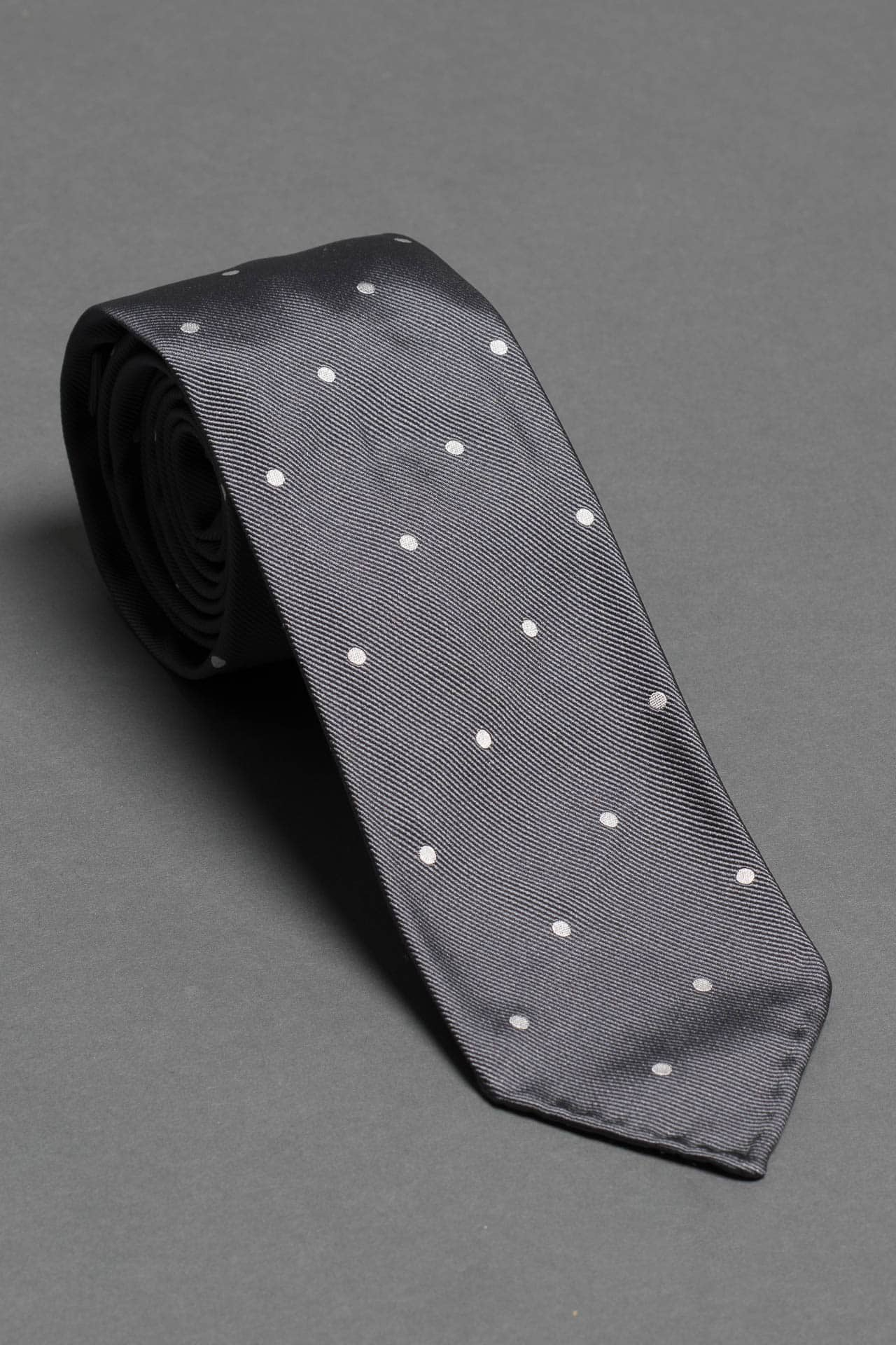 7-fold-gray-polka-dot-silk-woven-tie-with-pointed-hand-tip-made-in-italy