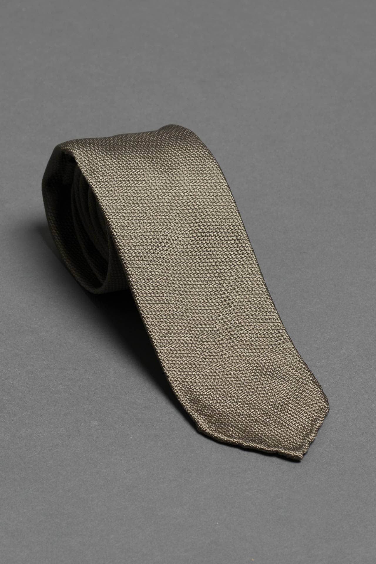 3-fold-green-silk-woven-tie-with-pointed-hand-rolled-untipped-made-in-italy