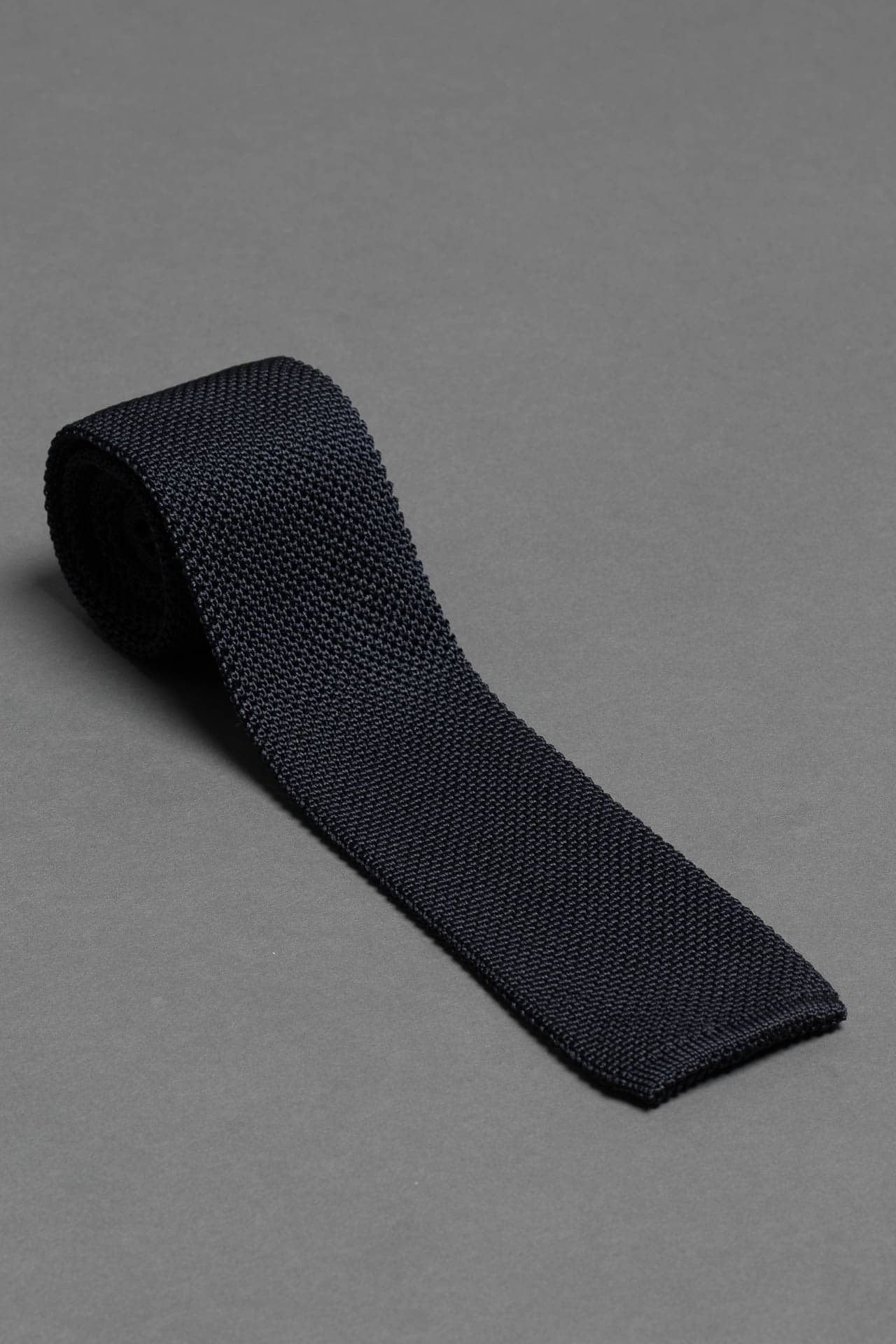 navy-blue-silk-knitted-tie-with-square-tip-made-in-italy