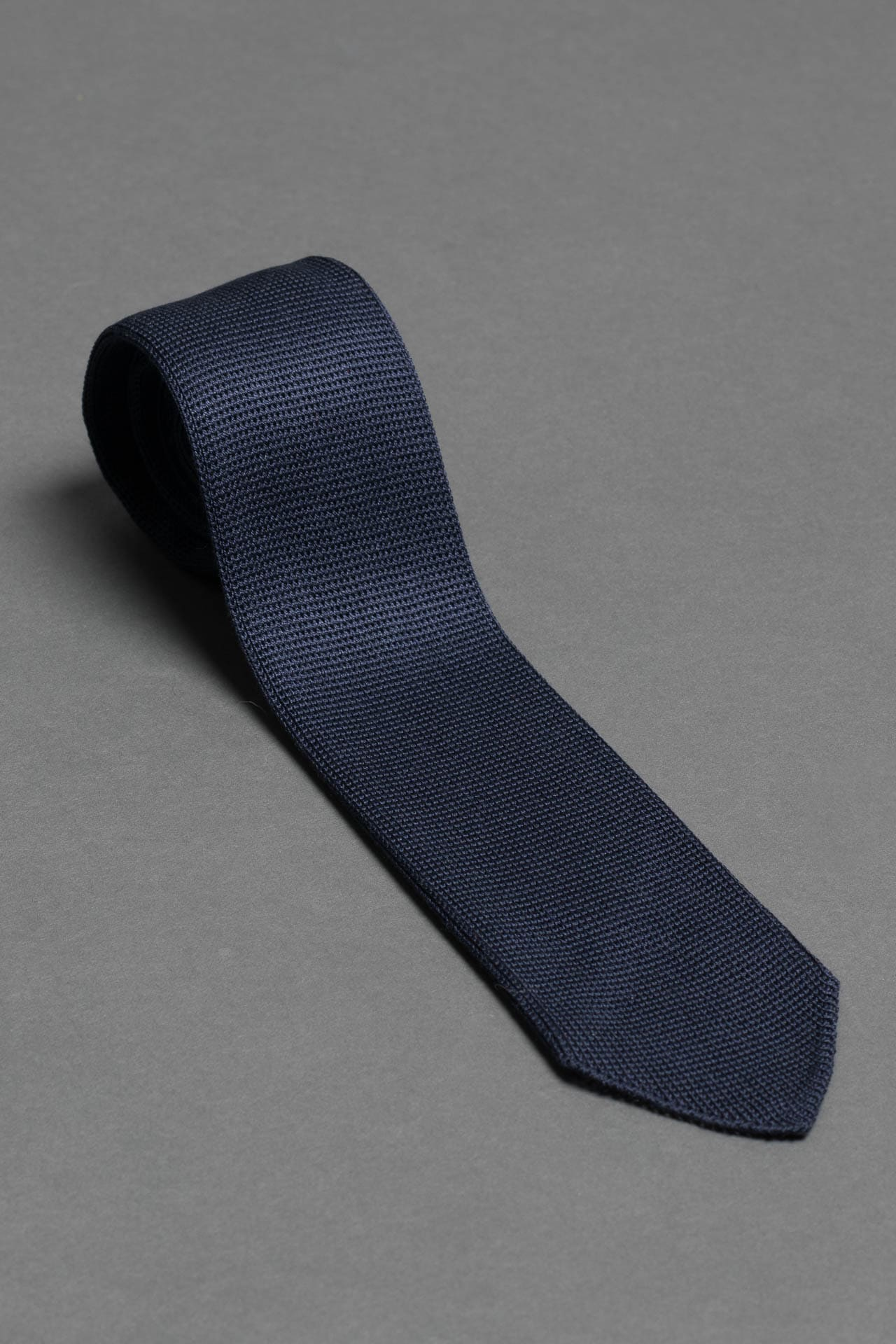 navy-blue-silk-knitted-formal-tie-with-pointed-tip-made-in-italy