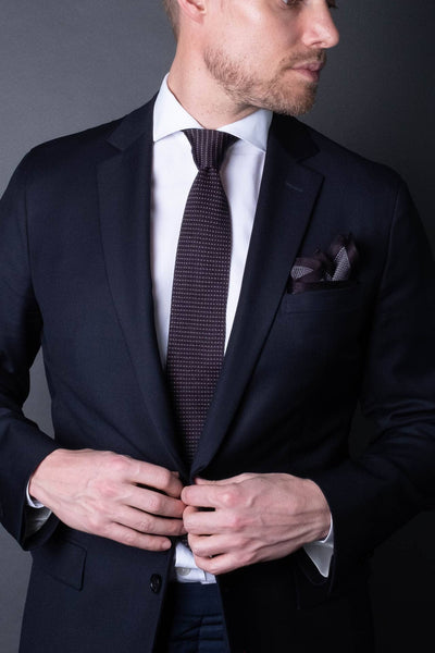 Black-silk-knitted-tie-with-pointed-tip-made-in-italy-combo-matching-pocket-square