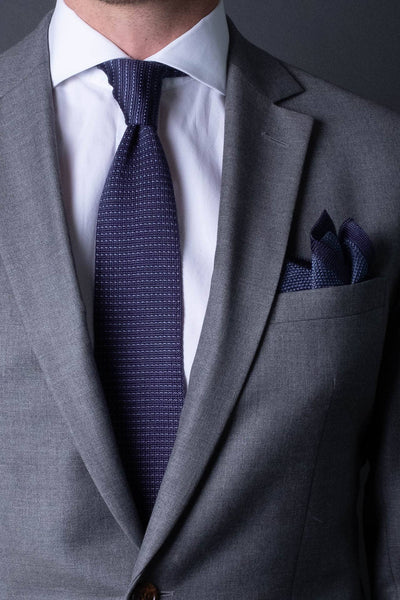 Navy-blue-silk-knitted-tie-with-pointed-tip-made-in-italy-combo-matching-pocket-square