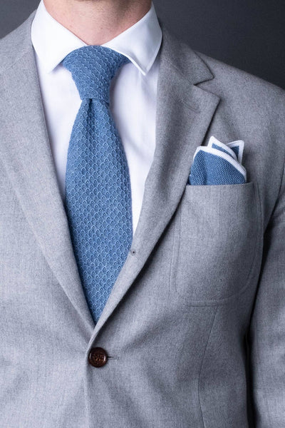 Blue-cotton-knitted-tie-with-square-tip-made-in-italy-combo-mathicng-pocket-square