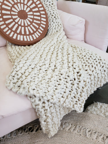 Chunky knit throw blanket
