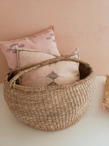 Large seagrass round basket