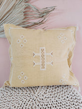 Load image into Gallery viewer, cactus silk pillow