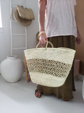 Load image into Gallery viewer, straw tote bag