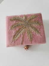 Load image into Gallery viewer, velvet palm tree jewelry box