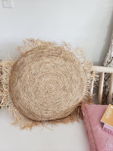 "Load image into Gallery viewer, 24"" circle raffia pillow"